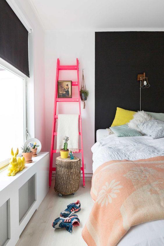 Спальня в  цветах:   Бежевый, Красный, Светло-серый, Темно-коричневый.  Спальня в  стиле:   Скандинавский.