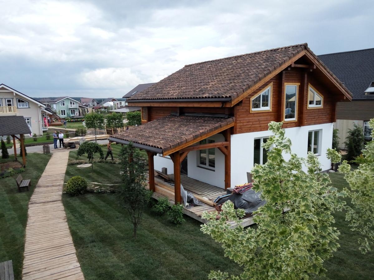 8 деревянных домов, построенных менее чем за год