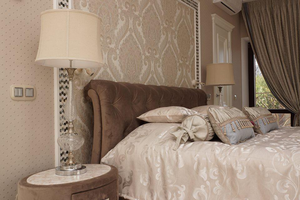 Спальня в  цветах:   Бежевый, Коричневый, Темно-коричневый.  Спальня в  стиле:   Классика.