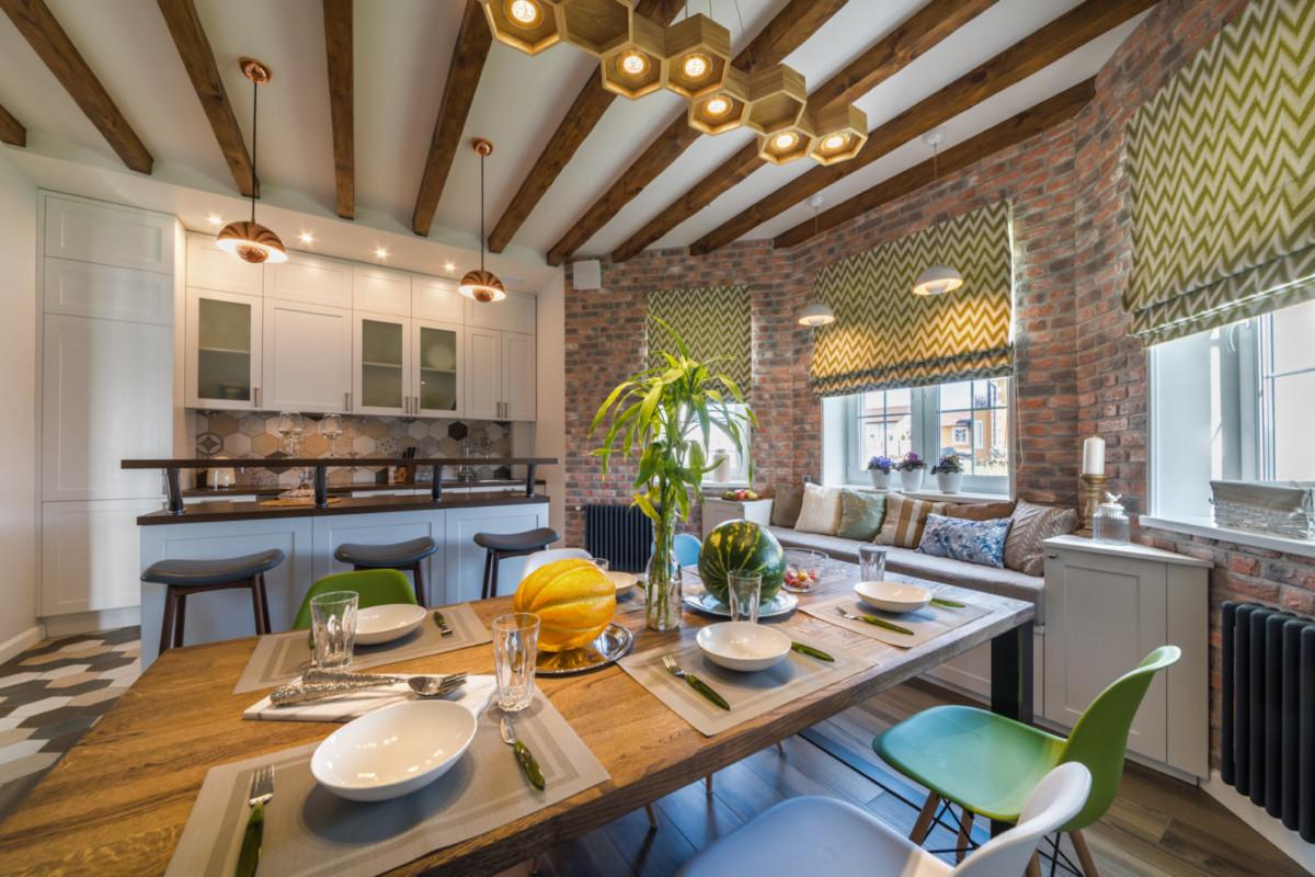 Архитектурная особенность дома – это эркер, как на 1-м, так и на 2-м этажах.