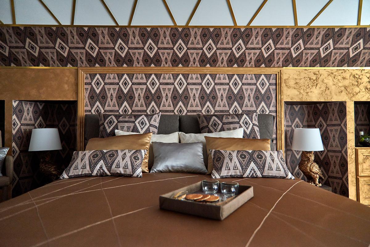 Романтичная спальня для молодожёнов в мансарде: до и после