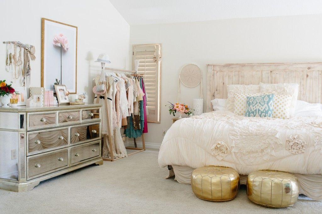 Куда повесить одежду, если в шкафу места больше нет: 18 идей, полезных для интерьера