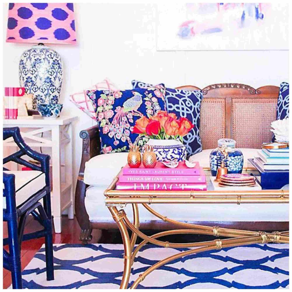 Что делать с диваном, который надоел: 7 идей декора