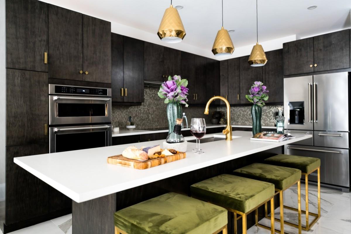 Чёрный цвет на кухне: ломаем стереотипы с помощью 6 грамотных приёмов
