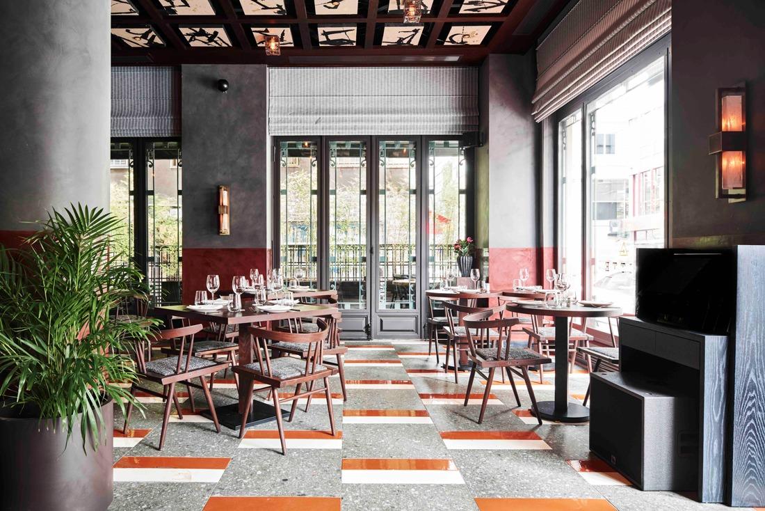 Сказочный ресторан с витражами в историческом здании