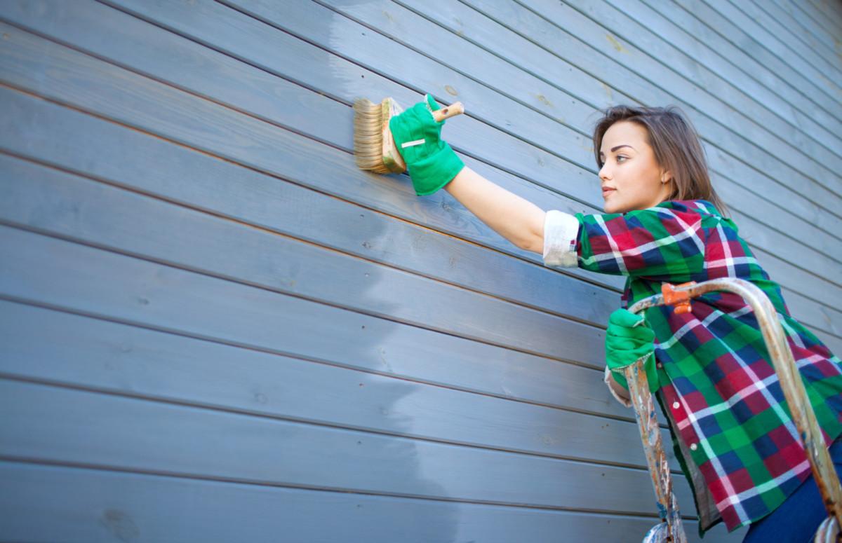 Как выкрасить фасад своими руками