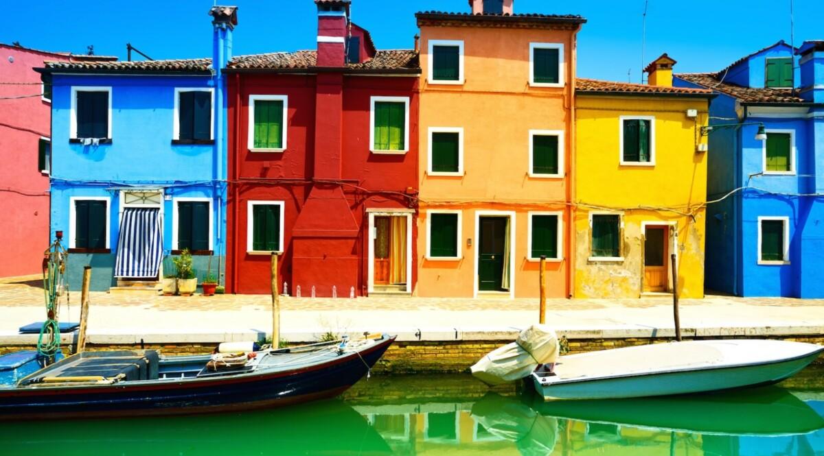 Краска для фасада: выбираем цвет для своего дома правильно